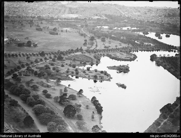 PON13 Aerial view of Busbys Pond in Centennial Park c1930s - online, NLA (Fairfax archives) - nla-pic-vn6342080.jpg